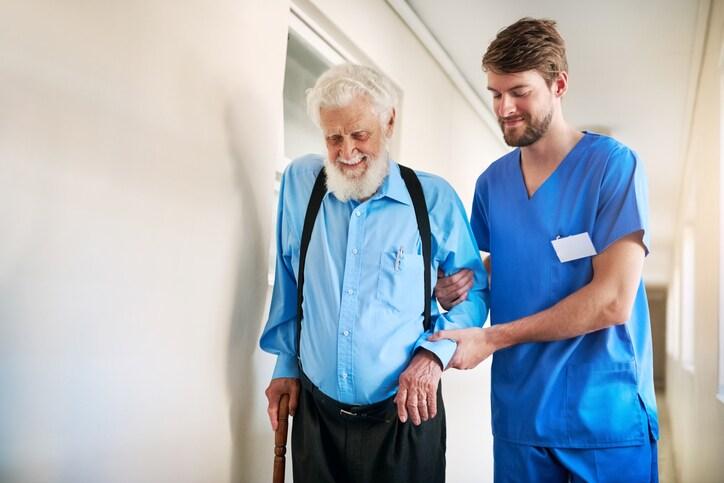 Pflegepersonal gefragt wie nie – aber Gehälter bleiben niedrig